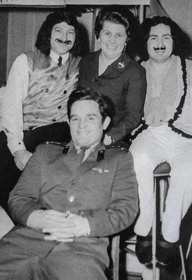 (0557) Fasching; v.l.n.r.: unbekannt, Edith Wörpel, Karlheinz Raßmann; vorne ein russischer Offizier
