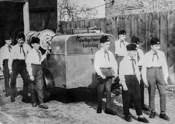 (310) Arbeitsgemeinschaft junger Brandschutzhelfer der Feuerwehr, mit TSA, 1964