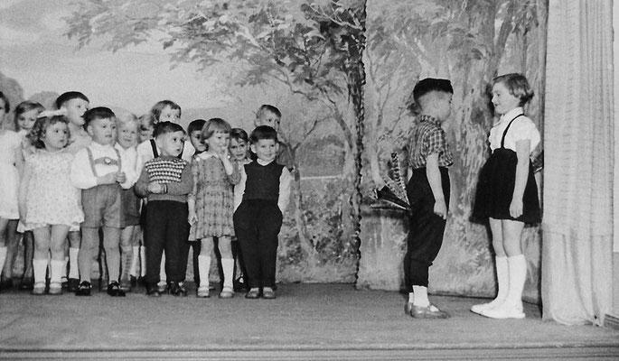 (0417) Theateraufführung in der Gaststätte Ney, um 1962
