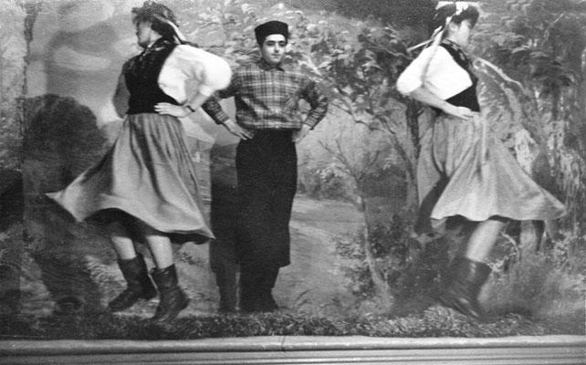 (0499) Theateraufführung in der Gaststätte