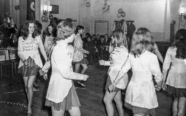 """(0052) Fasching im """"Mittelpunkt"""", um 1970"""
