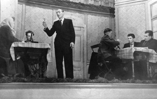 (0493) Theateraufführung in der Gaststätte Ney