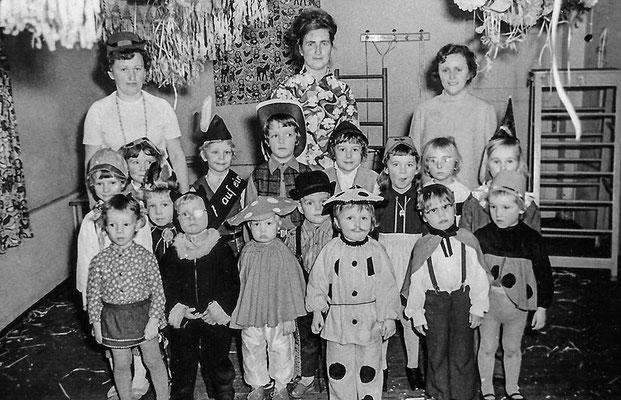 (0457) Kinder, um 1970
