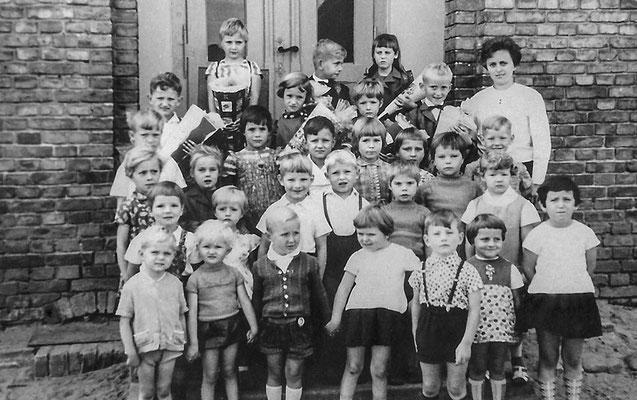(0438) Kinder, um 1970