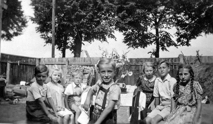 (396) Gaststätte Ney, Innenhof, Kindergeburtstag, um 1940