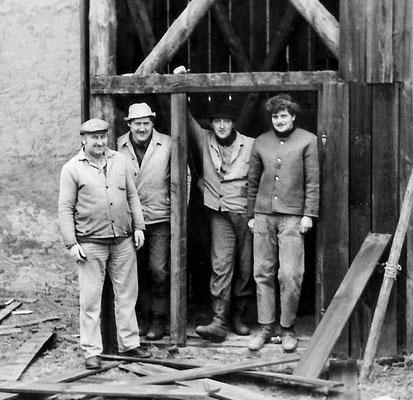 (256) Bau eines Gerätehauses der Feuerwehr mit Schlauchtrockenturm in Eigeninitiative, 1958