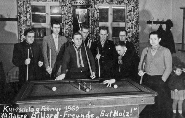 """(290) In der Gaststätte Ney, """"10 Jahre Billard-Freunde 'Gut Holz!'"""", von links: Werner Kulicke, Wilhelm Ney, Herbert Giese, Siegfried Feist, Heinz Schäfer, Gustav Kulicke, Max Kleiber, Herbert Kulicke, Karla Kulicke; 1960"""