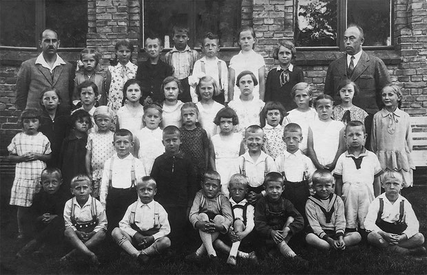 (0619) Schulklasse, Lehrer Rieck und Böttcher, 1932