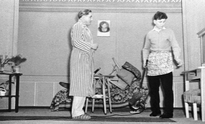 """(0507) Theateraufführung in der Gaststätte Ney, """"Tante Jutta aus Kalkutta"""" oder """"Die vier Brummers"""""""