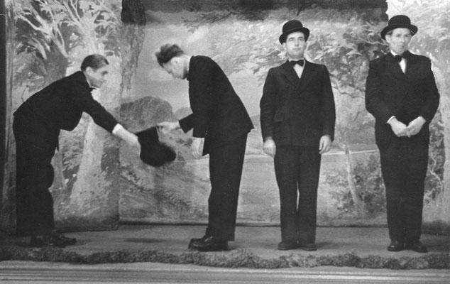 """(0486) Theateraufführung in der Gaststätte Ney, """"Die spanische Fliege""""; v.l.n.r.: Werner Kulicke, unbekannt, Walter Pittack, Heinz Bracklow"""