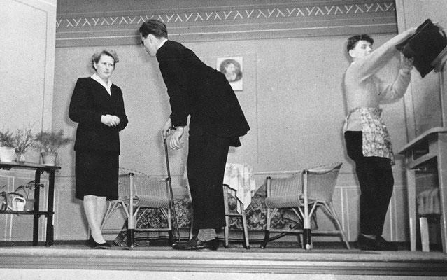 (0494) Theateraufführung in der Gaststätte Ney