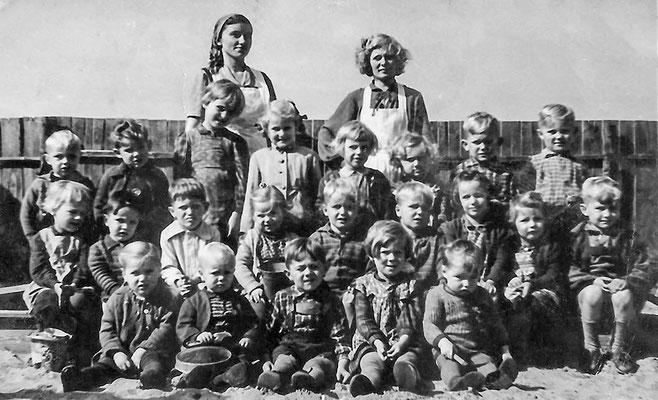 (035) Kindergarten, um 1957; Helma Imm, Gisela Bracklow