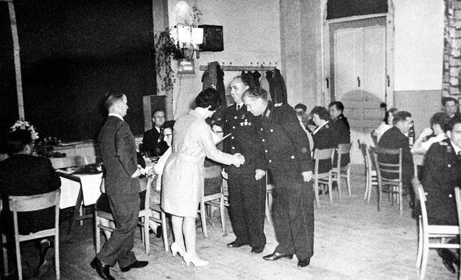 (392) Feuerwehr, Bürgermeisterin Edith Wörpel, um 1974