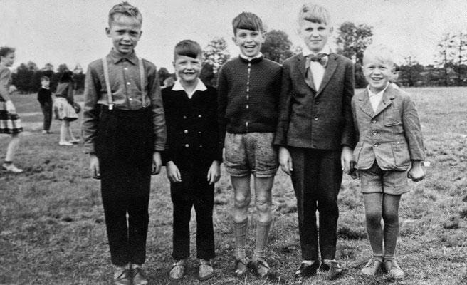 (0233) Jungen auf dem Spielplatz, v.l.n.r.: Manfred Zillmann, Siegbert Prahl, Volker Steinborn, Eberhard Bracklow, Karl-Heinz Tabbert