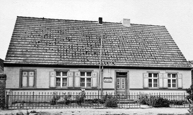 (0231) Haus Wilhelm Tönse, ein Raum benutzt vom Rat der Gemeinde; um 1960