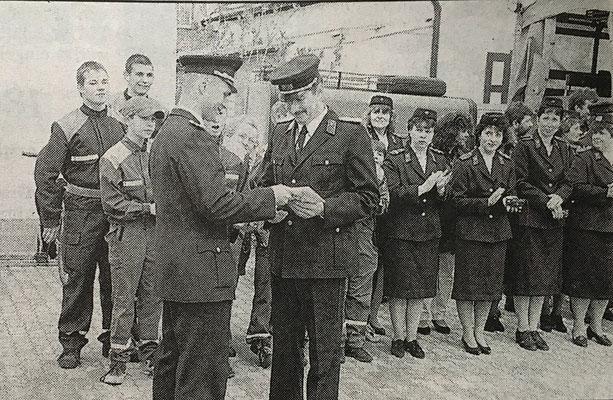 (381) Übergabe des neuen Feuerwehrgerätehauses 1998