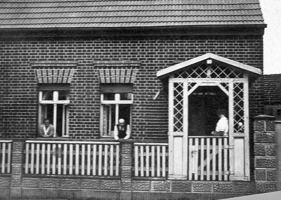 (0227) Haus Bensemann (heute Gosse), Dorfstraße, Marie und Karl Regling, um 1920