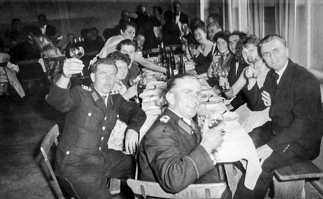 (0250) Kameradschaftsabend der Feuerwehr in der Gaststätte, Ende der 1950er Jahre
