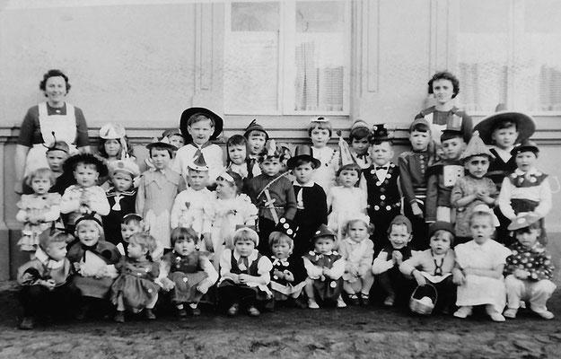 (0408)  Kinderfasching, Gaststätte Ney, 1962; Gerda Zachion, Sieglinde Imm