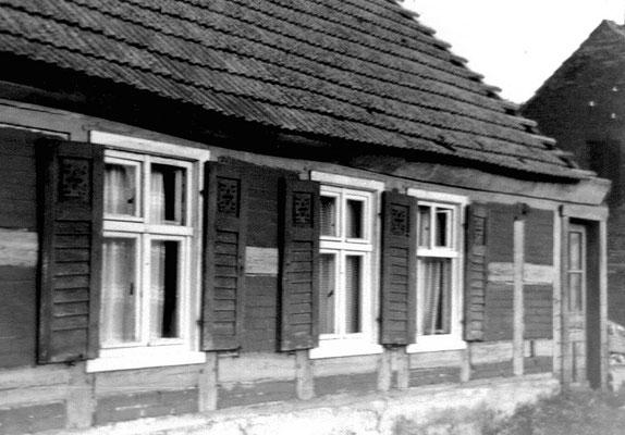 (0225) Haus von Familie Fritz Viehöfer und Familie Donner; in dem später errichteten Neubau wohnt die Familie Freier, 1980