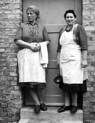 (0240) Schulköchinnen Martha Otto und Hilde Maaß, um 1967