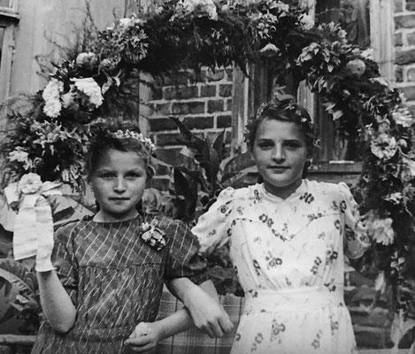 (0540) Kinder mit Blumenbogen; Erika Regling/Menzel und Christa Ney/Böbst, 1947