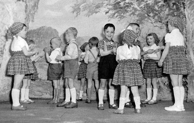 (0133) Theateraufführung in der Gaststätte Ney, 1962