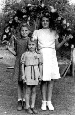(0132) Kinderfest, 1947; Christa Ney/Böbst, Margret Bensemann, Erika Regling/Menzel