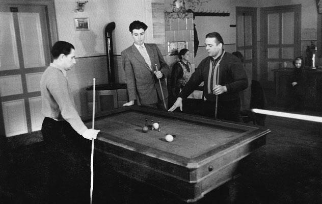 (0492) Billard in der Gaststätte Ney; v.l.n.r.: Herbert Kulicke, Wilhelm Ney jr., Herbert Giese