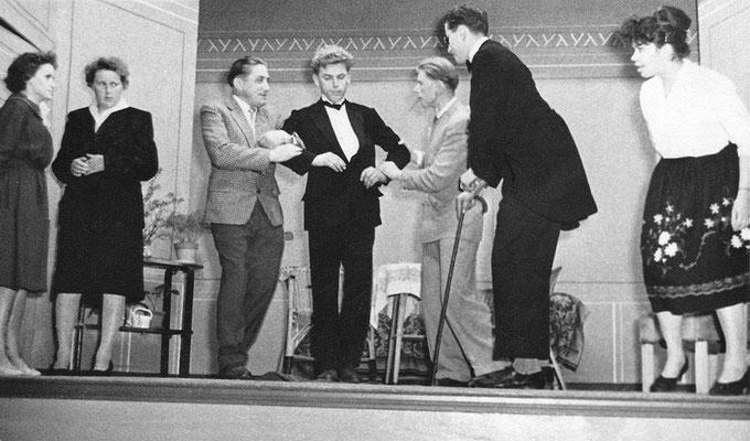 (0495) Theateraufführung in der Gaststätte Ney