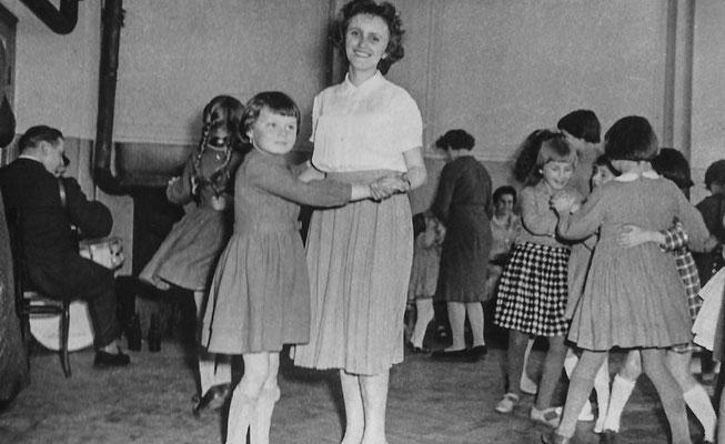 (0420) Kinder, Gaststätte Ney; Sieglinde Imm, Gerlinde Prahl; Anfang 1960er Jahre