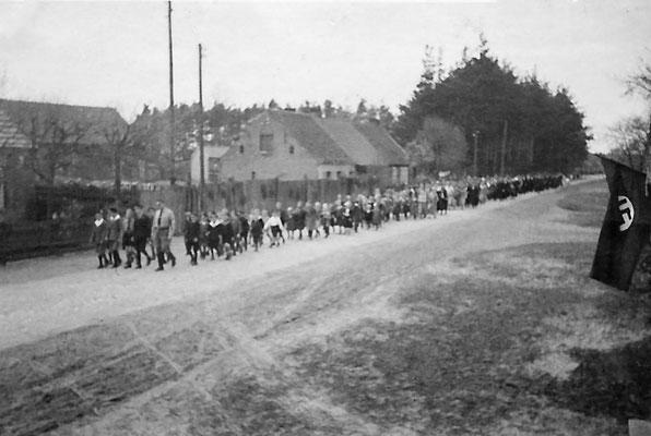 (0005) Aufmarsch, um 1934