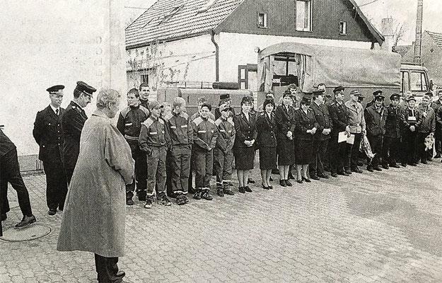 (379) Übergabe des neuen Feuerwehrgerätehauses 1998