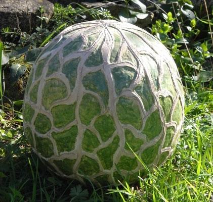 sphère en terre cuite pour décoration jardin.