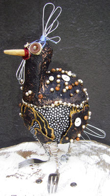 Perlhuhn - Paper maché with fork legs, beads, wire and yarn