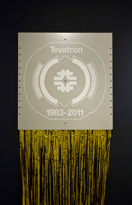 Tevatron, 2013, varnish on steel-panel, gold foil, 70 x 70 x 200cm