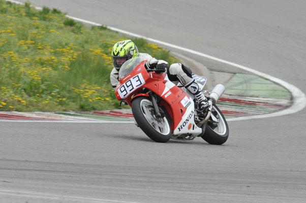 Timo Wurster in Franciacorta auf VFR400R