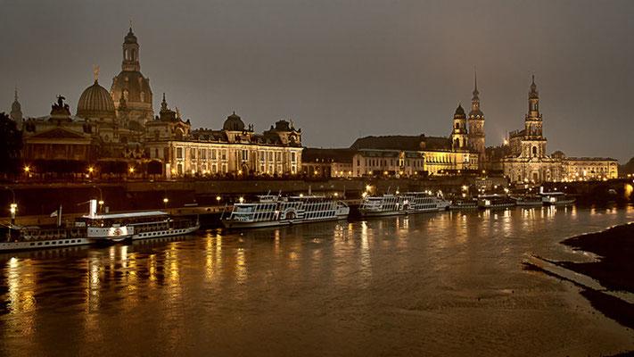 Dresden bei Regen in der Nacht II