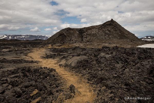 Lavafeld Leirhnjukur mit Höfur Krater