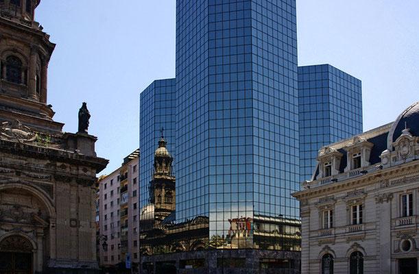 Santiago de Chile - Spiegelung der Kathedrale