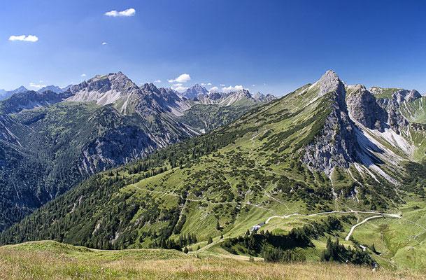 Blick von der Krinnenspitze auf den Litnisschrofen (2068m)