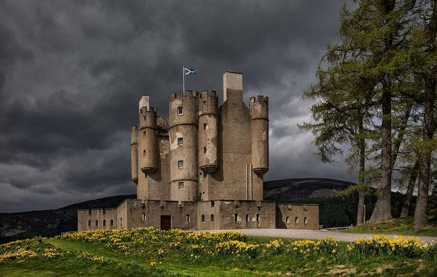 Braemar Castle am River Dee
