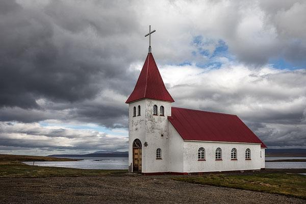Prestbakki Kirkja an der 68