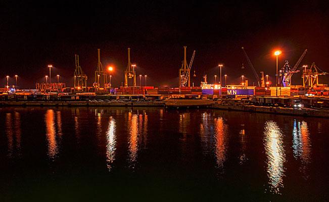 im Fährhafen