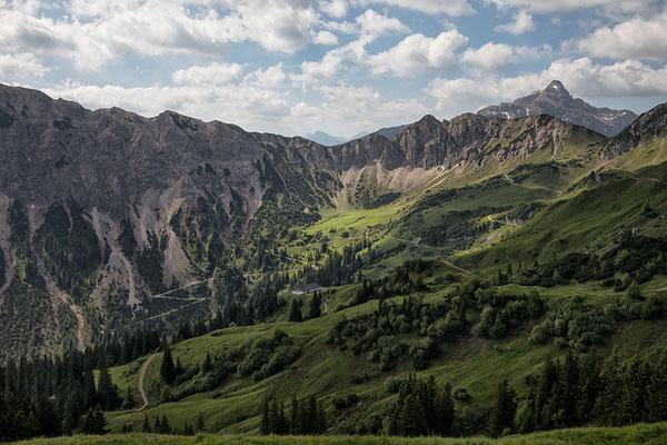 Blick vom Neunerköpfle nach Süden zur Leilachspitze