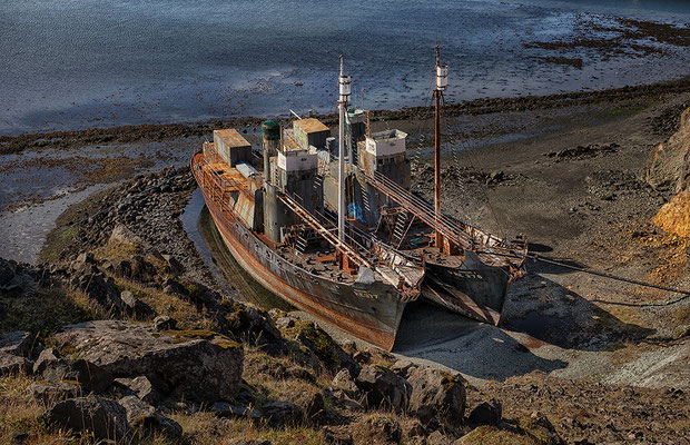 Alte Walfangschiffe am Hvalfjördur