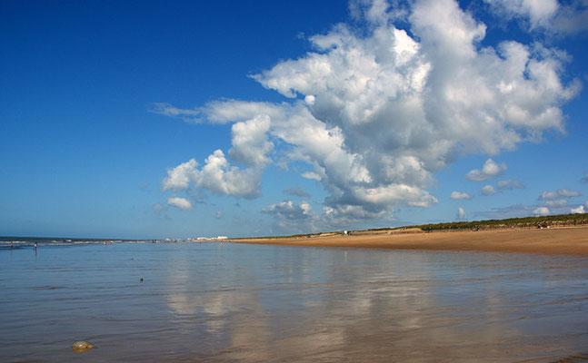Meer, Strand und Wolken I