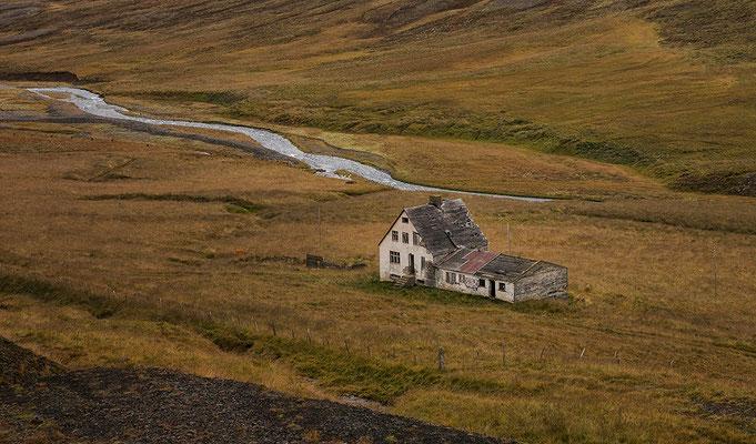 Öxnadalsheidi, abandoned house