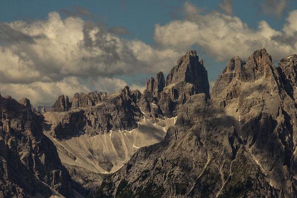 Blick vom Karnischen Höhenweg auf die Drei Zinnen