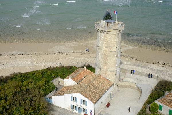 Der alte Leuchtturm steht direkt vor dem Neuen